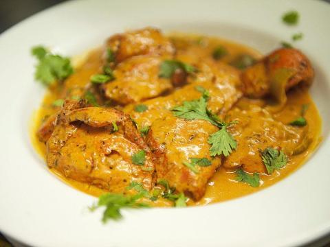 El pollo tikka masala debería estar en la lista de deseos de todos los comensales.