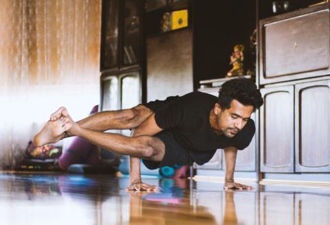 los mejores ejercicios que hacer en casa sin necesidad de equipo, según expertos
