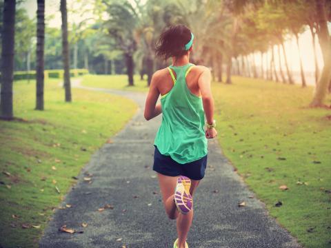 Moverte puede mantenerte sano y feliz.