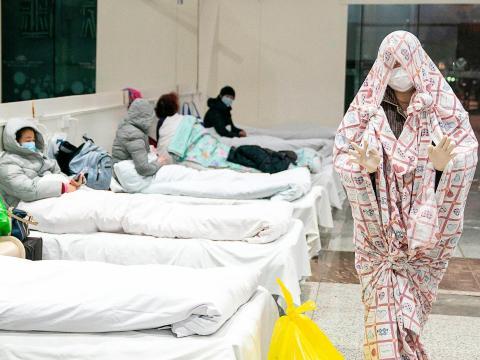 Un centro de exposiciones ha sido convertido en un hospital en Wuhan, China, el 5 de febrero de 2020.