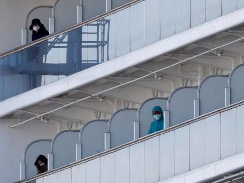 Pasajeros a bordo del Diamond Princess el 18 de febrero de 2020, mientras estaba atracado en Yokohama, Japón.