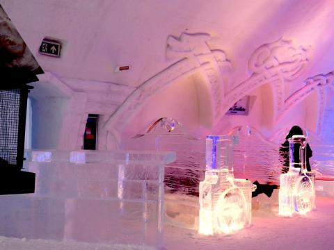 Los bloques de hielo están hechos por Glace Frontenac y se utilizan principalmente para fabricar muebles.