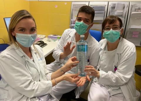 Iniciativa AUARA de donación de botellas de agua a hospitales.