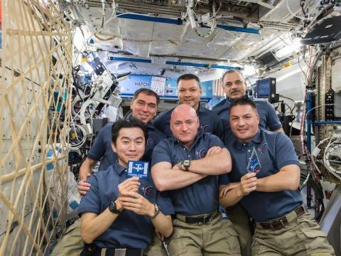 En el espacio.