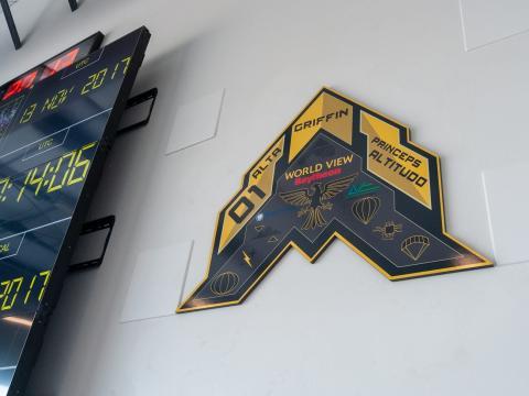 El logo de una de las misiones de World View para Raytheon, uno de los principales contratistas del Ejército estadounidense.