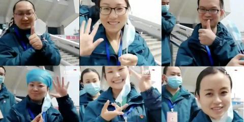 Trabajadores sanitarios de Wuhan se quitan las mascarillas para celebrar el cierre del último hospital de campaña, construido para acomodar a los pacientes del coronavirus.