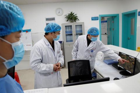 Médicos en el hospital.