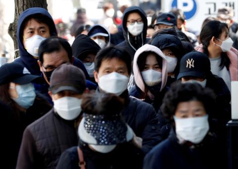 Miles de personas infectadas por el brote del coronavirus
