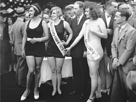 Mujeres en el concurso Miss Coney Island en 1924.