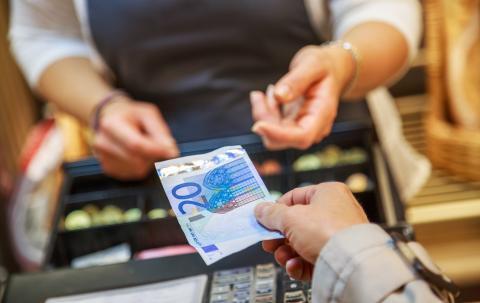 Lo que la OCU recomienda para ahorrar dinero en la compra