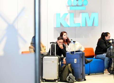 Pasajeros esperando un vuelo.