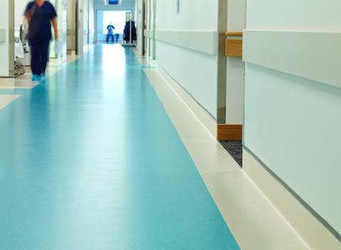 Pavimento Mipolam Elegance de Gerflor Iberia en instalaciones sanitarias.