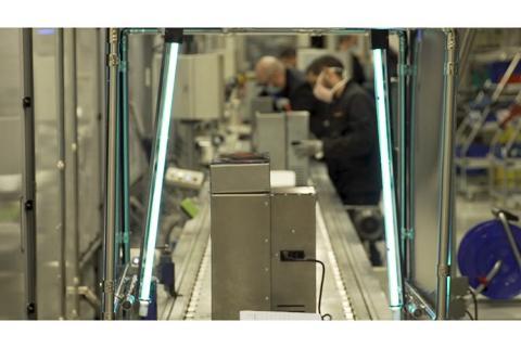Los respiradores de Seat de desinfectan con luz ultravioleta.