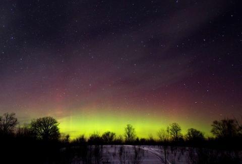 El resplandor de las luces del norte, se ve en el sur de Ontario.