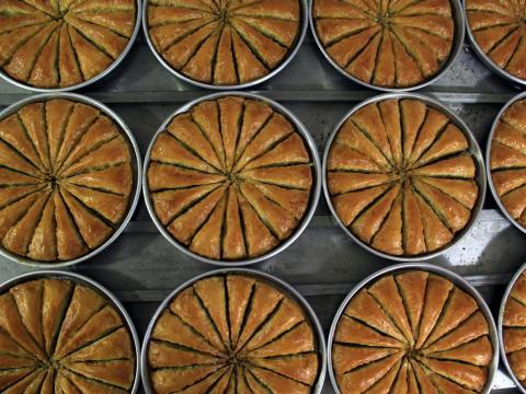 El baklava puede ser complicado de comer y hacer pero delicioso.