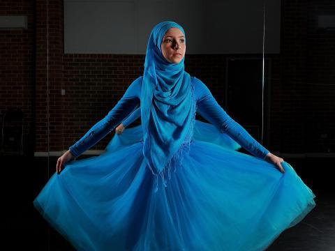 Stephanie Kurlow, entonces de 14 años, posa en un estudio de danza.