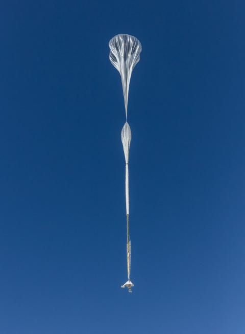Un Stratolliter asciende dentro de una masa de aire para ganar altitud.
