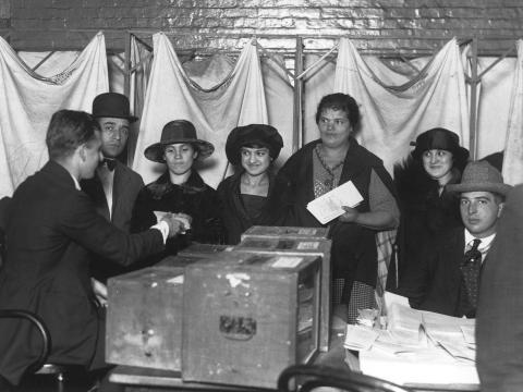 Las mujeres emitieron sus primeros votos en noviembre de 1920, en la ciudad de Nueva York.