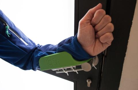 El tirador de puertas desarrollado por BCN3D para luchar contra el coronavirus