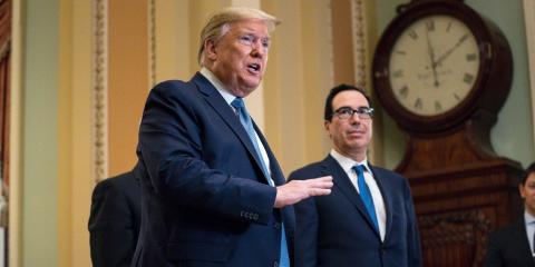 Donald Trump, presidente de Estados Unidos y Steven Mnuchin, secretario de Hacienda.