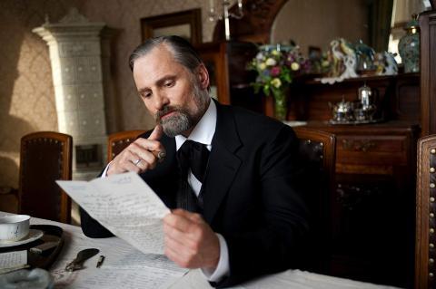 Viggo Mortensen haciendo de Freud en 'Un método peligroso'.