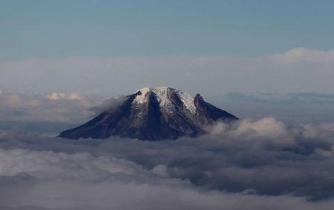 Una vista aérea del volcán Nevado del Tolima, en Colombia.