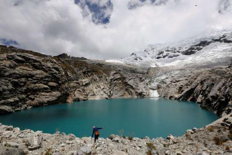 Una vista de la Laguna 513 de Perú, a más de 4.000 metros de altura sobre el nivel del mar al frente del glaciar Hualcan.