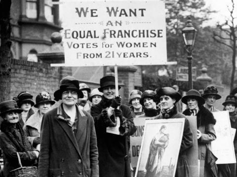 Las mujeres se manifiestan por el derecho al voto en Londres, 1920.
