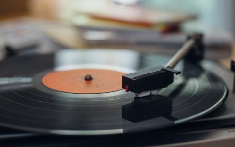 Las 20 mejores canciones para levantarte por la mañana, según la ciencia
