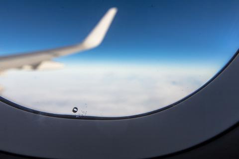 Agujero ventanilla de avión