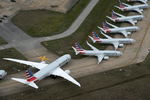 Aviones de American Airlines aparcados en el Aeropuerto Internacional de Tulsa en Oklahoma, EEUU, en marzo de 2020.