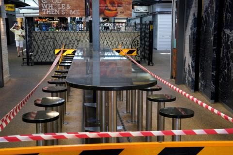 Un bar clausurado en Sidney ante las medidas para frenar el coronavirus