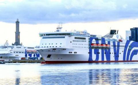 El buque Splendid funciona ya como hospital frente al puerto de Génova