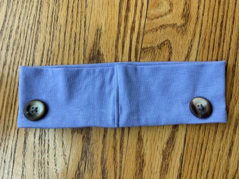 Los botones de cada cinta del pelo evitan que las orejas se irriten.