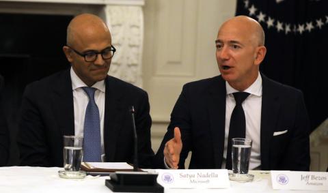 El CEO de Microsoft, Satya Nadella, y el de Amazon, Jeff Bezos
