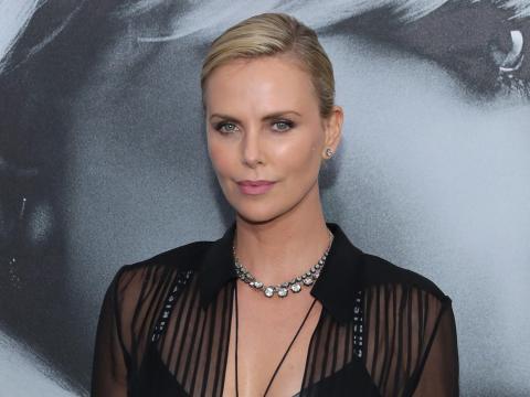 Charlize Theron dijo que 'Operación reno' era la película en la que había participado que menos le gustaba.