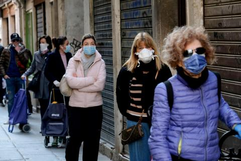 Coronavirus fila para comprar