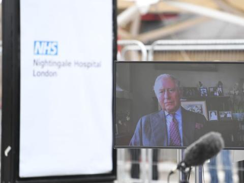 Príncipe Carlos en la inauguración del Nightingale Hospital de Londres.