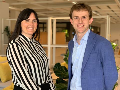 El CEO de Ori, Hasier Larrea, con Seana Strawn, la desarrolladora de producto de Ikea