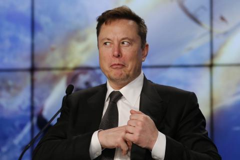 Elon Musk califica las medidas de confinamiento de fascistas