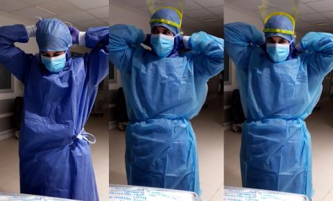 Daniel Millán, enfermero del Hospital Universitario La Moraleja, colocándose el traje de protección para atender a los pacientes con coronavirus
