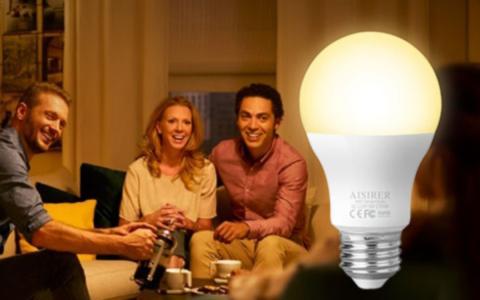 Estas bombillas inteligentes se controlan con la voz con Alexa y el Asistente de Google, y solo cuestan 18€