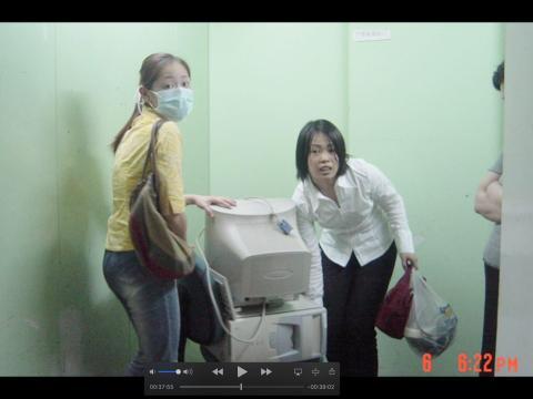 Empleados de Alibaba que se preparan para trabajar desde casa durante la pandemia de SARS.
