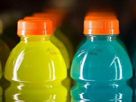 Mito: las bebidas isotónicas son la mejor manera de hidratarse después de un entrenamiento.