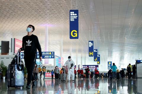 Personas en el aeropuerto internacional de Wuhan.