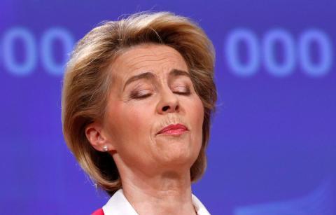 La presidenta de la Comisión Europea, Ursula von der Leyen, habla sobre el COVID-19 en Bruselas.