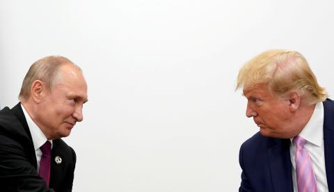 El presidente de Rusia, Vladimir Putin y el presidente de Estados Unidos, Donald Trump en el encuentro del G20 en Osaka.