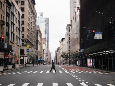 La Quinta Avenida de Nueva York durante el brote de coronavirus el 25 de marzo.