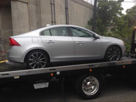 Un Volvo S60 que sufrió un pinchazo durante nuestras pruebas en 2015.