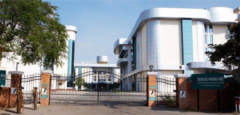 La entrada del Serum Institute, en la ciudad de Pune (India).